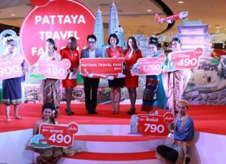 Rattanachai Sutidechanai, President of Tourism and Culture for Pattaya Council, and Siriwan Kiatwanitchsophon, Brand Manager of the Domestic Market for Air Asia, together open the Pattaya Travel Fair.
