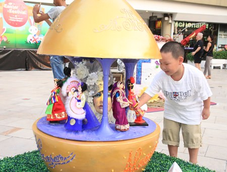 Giant Easter eggs invade Beach Road - Pattaya Mail