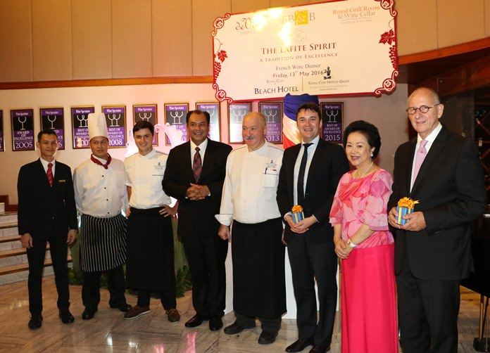 Royal Cliff Hotels Group Managing Director Panga Vathanakul (2nd right), of the, Royal Cliff Grand Hotel Resident Manager Prem Calais (4th left), and the Royal Cliff culinary team led by Executive Chef Walter Thenisch (4th right) with Ron Batori, President of BB&B (right) and Fabrice Papin (third from right) – the Asia Area Manager for Les Domaines Barons de Rothschild and the guest speaker for the evening.