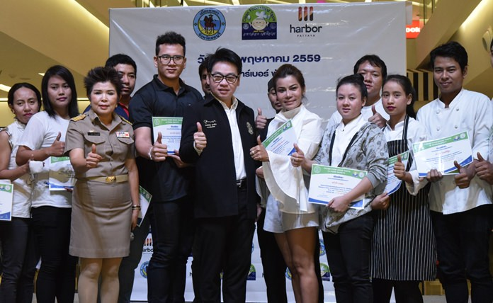 The Pattaya Public Health Department certified clean and healthy 59 restaurants at the new Harbor Mall.