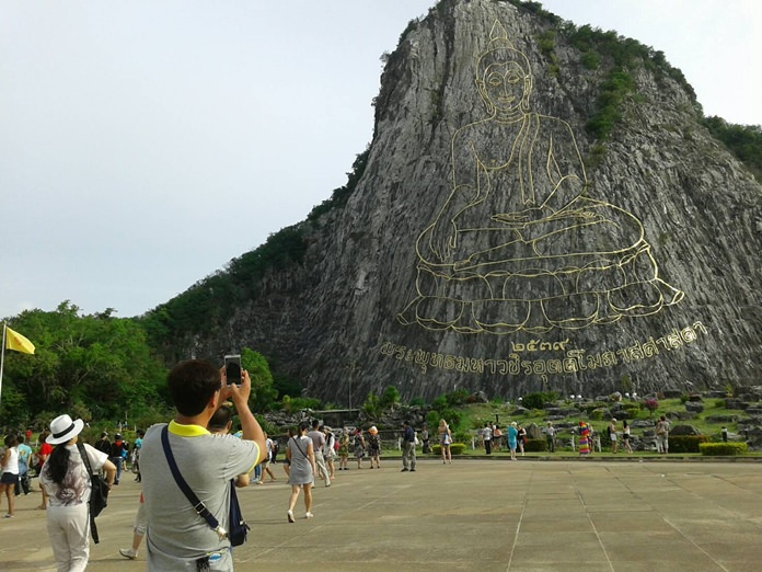Crowds still flock to Big Buddha Mountain, where a large Buddha image is carved in gold into the side of the cliff.