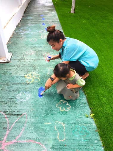 Students and teachers start with chalk drawing.