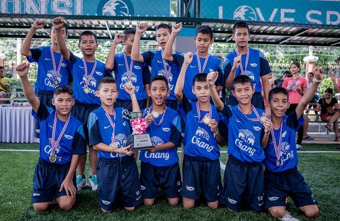 Chonburi Football Academy won the U12 trophy.
