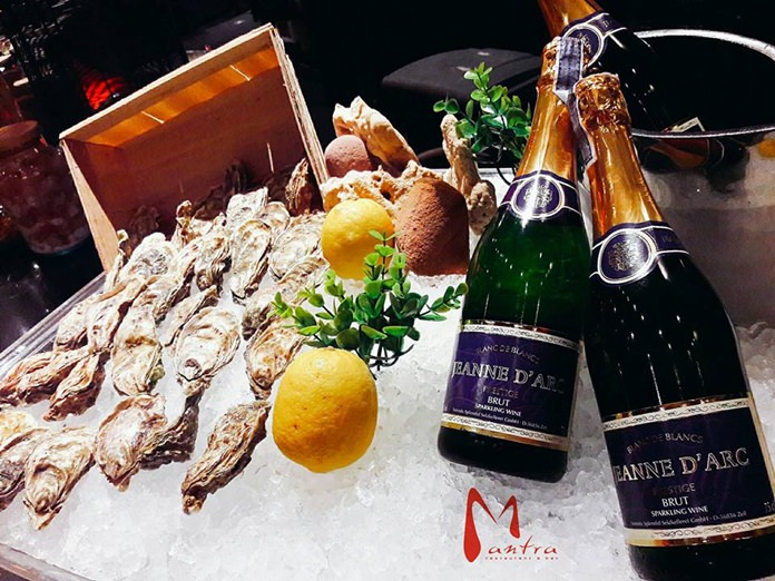 Sparkling Wine and Fine de Claire Oysters at Mantra