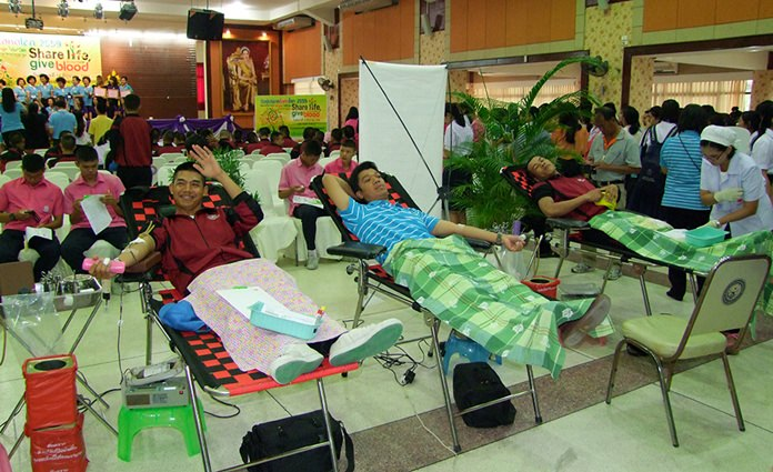The Chonburi Red Cross thanks those who roll up their sleeves to give blood, and encouraged others to join the drive.