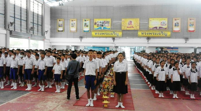 Students from middle school to high school sing 'Pra Khun Tee Sorn' (thank you for teaching us), before presenting flowers, handmade garlands and other symbolic items to their teachers.