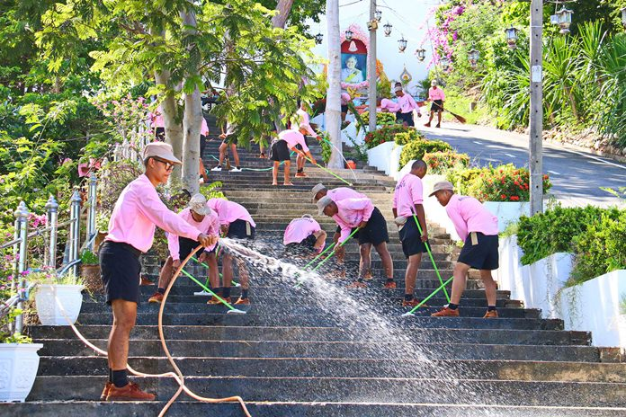 The Sattahip cleanup focused on Khao Bampenboon Temple and Kledkaew School.
