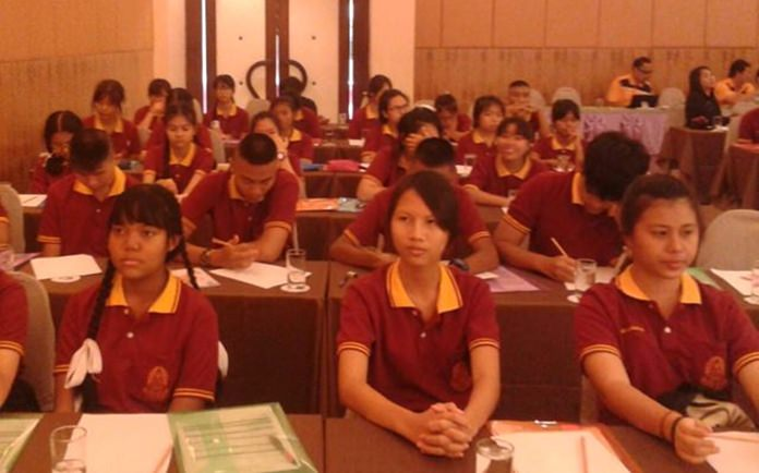 Staff, teachers, and students of Sawang Boriboon Wittaya attended the training course.