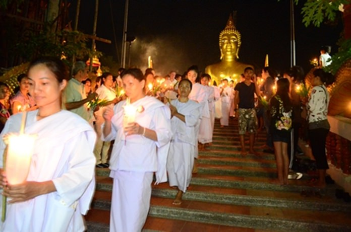Buddhists perform a magical Wien Thien ceremony on Asalaha Bucha Day.