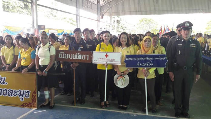 Banglamung residents pledge to stay off drugs and keep narcotics out of their communities.
