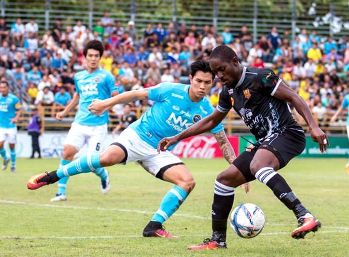 Sukhothai FC's Ivory Coast forward Bireme Diouf (right) evades the attention of the Pattaya United defence during their Thai Premier League match at the Nongprue Stadium in Pattaya, Sunday, July 10. (Photo courtesy Sukhothai FC)