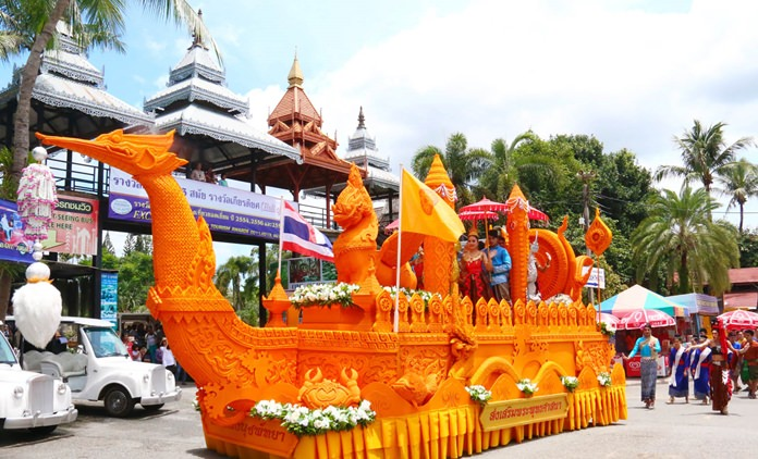 Nong Nooch Tropical Gardens outdid themselves again this year with their huge candle.