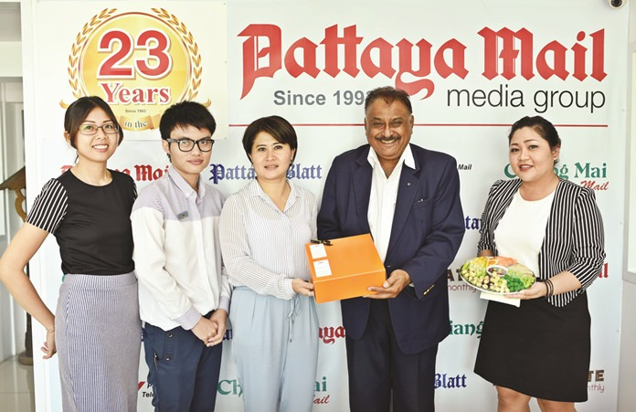 Wanitchaya Kietdamrongwong 'Ying' (3rd left) Manager of Hotel Baracuda together with Sattaya Kotemaitree 'Tor' (2nd left) MarCom Executive and Nitchamon Netsung MarCom Executive of Mercure Pattaya Hotel brought gifts and good wishes.