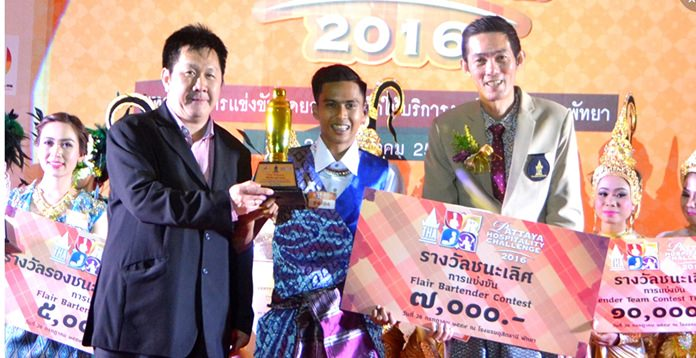 Bartender Pattiwat Rotoiu from Cape Dara Hotel Pattaya won the gold medal in the Flair Bartender contest.