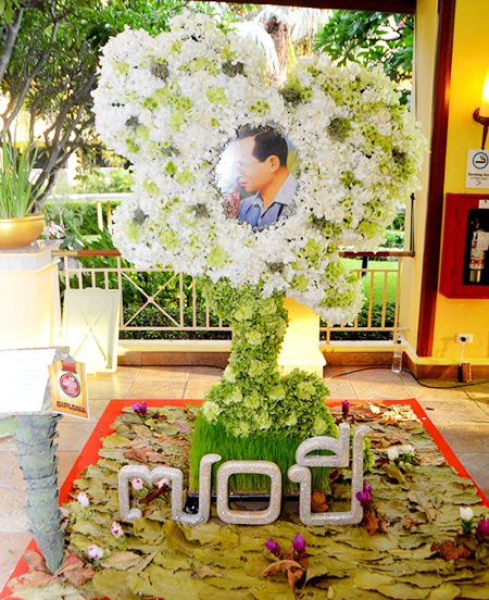 The Flower Decoration competition drew lots of attention.
