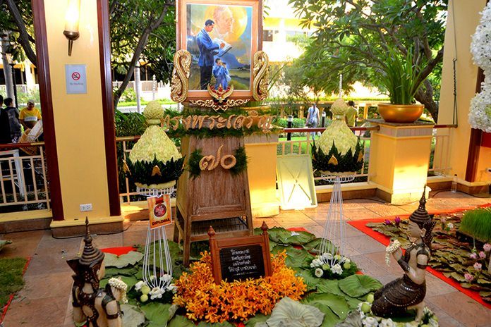 HM the King is a welcome theme in the Flower Decoration competition.