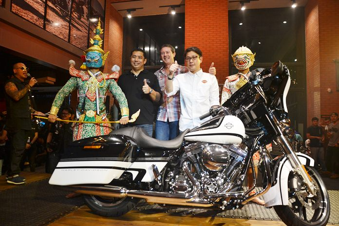 (From 2nd left) Sonthaya Kunplome, Former Minister of Tourism and Sports, Peter Mackenzie, Managing Director of Harley Davidson Asia Emerging Markets, Anuwat Inthraphuvasak, Managing Director of Harley-Davidson Pattaya, and Hanuman pose for a photo.