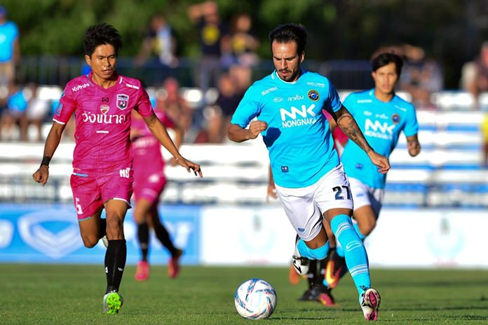 Pattaya United's Spanish defender Fran González (27) carries the ball forward against Chainat FC during the Thai Premier League match at the Nongprue Stadium in Pattaya, Sunday, July 31. (Photo courtesy of Chainat FC)