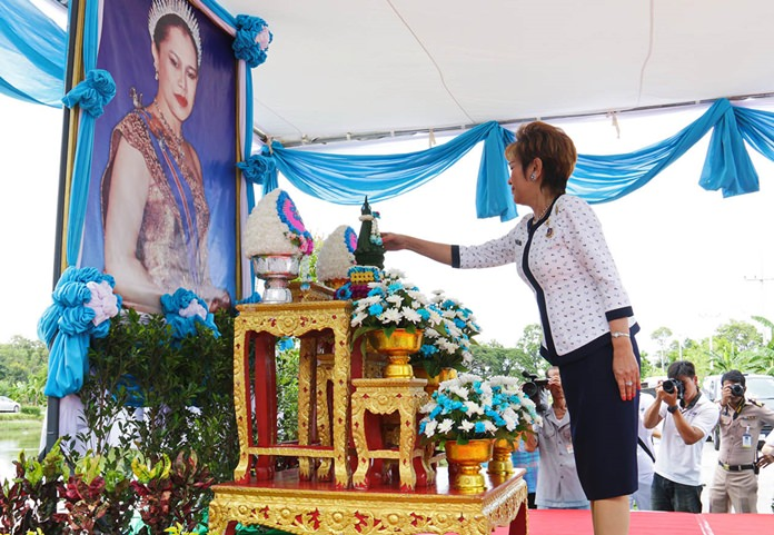 Navy Wives Association President Pranee Areenij presents a flower cone to pay respects before a portrait of HM Queen Sirikit.