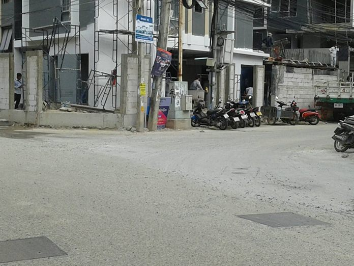 Finally, on July 30, a public-works crew resurfaced the entire stretch of road along Soi Bongkot with concrete.