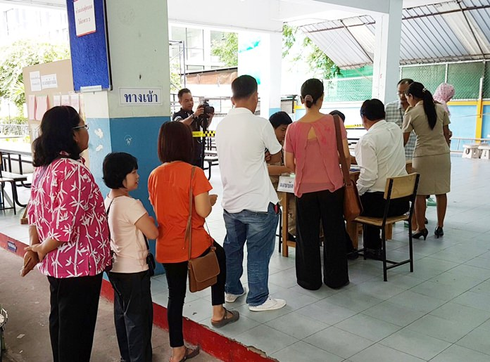 Pattaya-area voters gave overwhelming support to the new constitution in the Aug. 7 referendum, although voter turnout fell far below the nationwide level. Shown here, Pattaya School 5 was busy with patriotic citizens coming in to place their ballots. Nationwide, the referendum passed in a landslide.