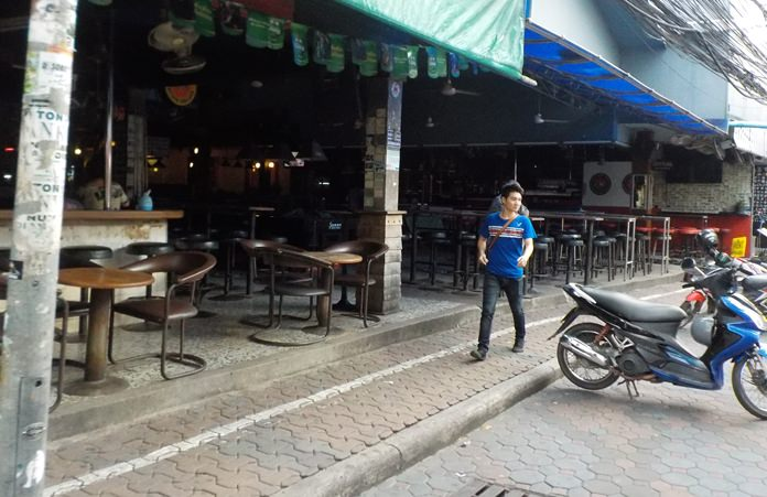 Since it is illegal to sell or give away alcohol during election weekends, Pattaya's entertainment area was quiet from 18.00 Saturday, Aug. 6 until almost midnight Aug. 7.