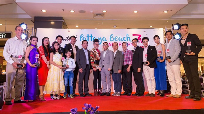 Central Festival Pattaya Beach lauded local athletes, politicians and celebrities for their community service with the Central Festival Pattaya Ideal Awards.