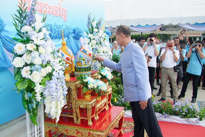 Provincial Gov. Khomsan Ekachai led the festivities in Chonburi.