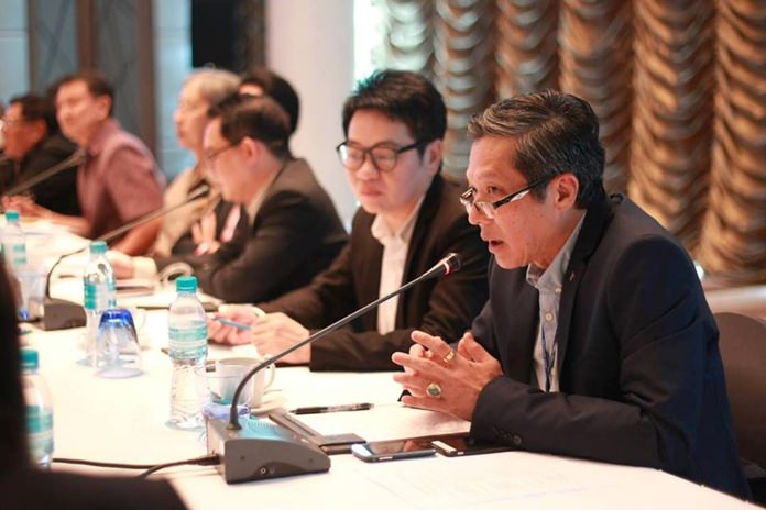 Acting Mayor Chanatpong Sriwiset leads a meeting of local business and government leaders tasked with collecting information on infrastructure, tourism and social services to lay the foundation for the proposed Eastern Economic Corridor. (Photo: PPRD)