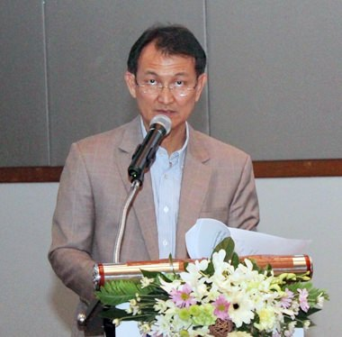 Klisada Rattanapaklit, director of TAT for eastern Thailand, announces TAT's plans to make domestic travelers the center of the 2017 strategic plan.