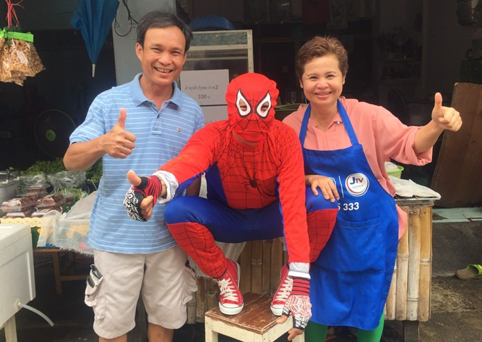 (L to R) Pol. Sen. Sgt. Maj. Suwit Phomsing, Spiderman, and Thanaporn Phomsing from the Sam Tam Hi-So Region 2 restaurant.