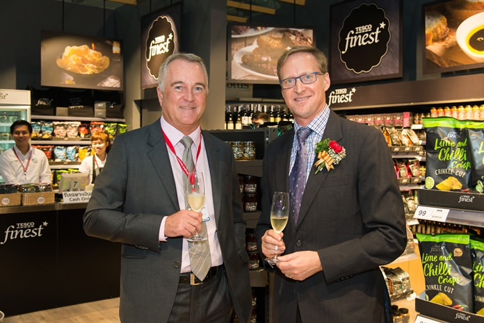 John Christie, CEO of Tesco Lotus (left) introduces H.E. British Ambassador Brian Davidson to the Tesco Finest product range at Thai-UK 2016. Tesco Lotus is UK's largest investor and employer in Thailand with more than 50,000 full-time staff in over 1,700 stores across Thailand.