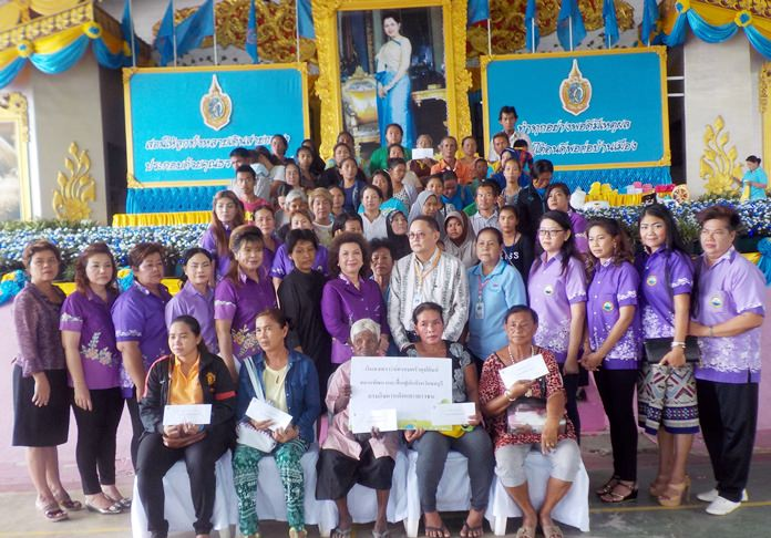 More than 50 Pattaya-area families received 80,000 baht in support from the Banglamung Women's Development Group and the Chonburi Development and Rehabilitation Center for Children.