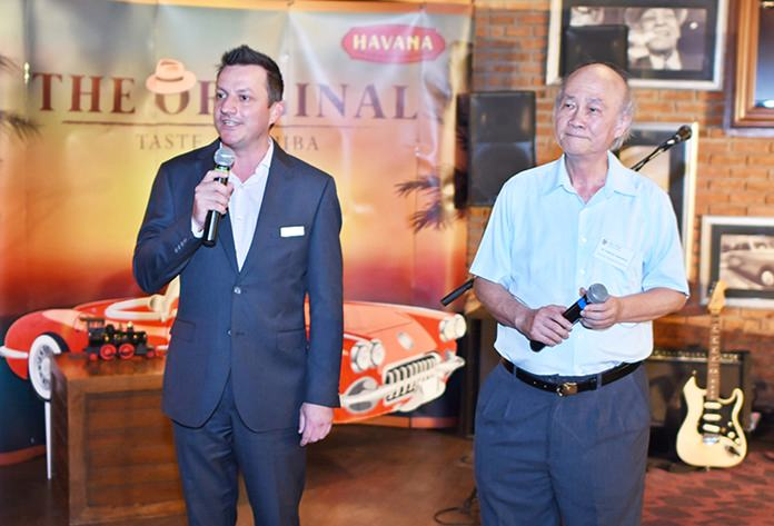 Daniel Boswell, F&B director at Holiday Inn Pattaya (left) gives a warm welcome to all who attended the recent chambers networking at the Havana Bar, Holiday Inn Pattaya.