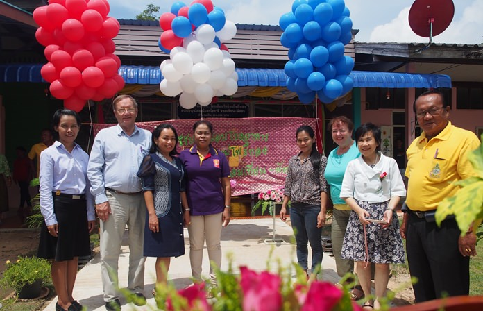 Rotarians PP Max Rommel, President Elect Nachlada Nammontree, Naiyana Stark, Lorena Paso, Pres. Dzenana Popin and Sumonrat Kamolchote are flanked by the grateful school teachers
