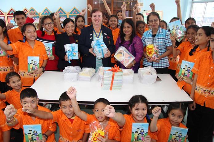 Rotary Club of Jomtien-Pattaya President Dzenana Popin and President-elect Nachlada Nammontree donated English books to Pattaya School 8 to boost their foreign-language skills.