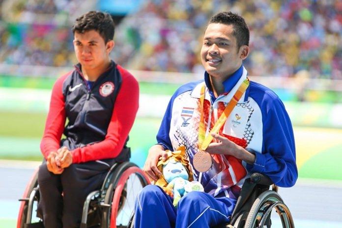 Pichaya Kurattanasir (right) won a bronze medal in the 1500m wheelchair race.