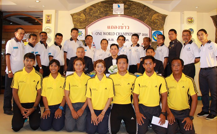 Sailors and officials from the Windsurfing Association of Thailand pose for a group photo following a meeting held at the Surf Kitchen in Jomtien, Pattaya on Sept. 16.
