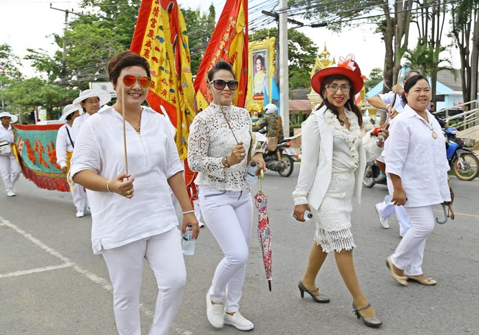The ladies in Sattahip look resplendent in their white outfits.
