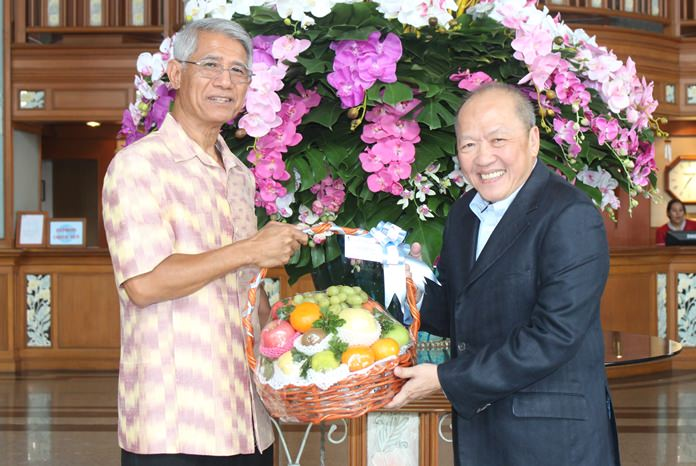Sethaphan 'Eddy' Buddhani, former director of the Tourism Authority of Thailand at numerous TAT offices around the world, now director of the Thai Hotels Association made a special trip to congratulate his old friend Chatchawal.