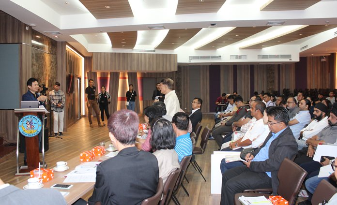 Business owners and politicians were invited to listen to the latest ideas about the situation from consultants from Silapakorn University.