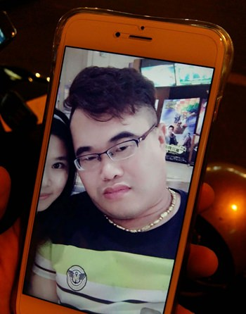 The victim shows a smart phone photo he has of him wearing the gold chain before it was allegedly stolen by a Beach Road transgender.