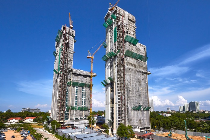 The 2 high-rise towers of Riviera Wongamat Beach reach for the sky.