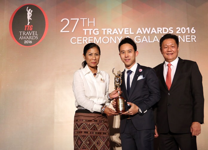 Royal Cliff Hotels Group Executive Director Vitanart Vathanakul (center) receives the 2016 TTG Travel Hall of Fame Award from H.E. Kobkarn Wattanavrangkul (left), Thailand's Minister of Tourism and Sports, and Darren Ng (right), Managing Director of TTG Asia Media Ltd. at the 27th Annual TTG Awards Ceremony & Gala Dinner in Bangkok.
