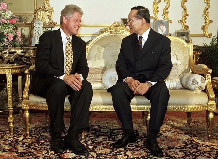 In this Nov. 25, 1996, file photo, U.S. President Bill Clinton, left, meets with His Majesty King Bhumibol Adulyadej at Chitralada Palace in Bangkok. (Pool Photo via AP, File)