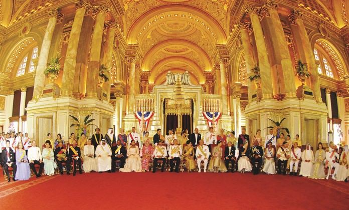 His Majesty the King, center left, and Her Majesty the Queen, center right, pose with the visiting representatives of 25 royal houses from Europe, Africa, the Middle East and Thailand's Asian neighbors in the elaborate century-old high ceillinged Ananda Samakhom Throne Hall in Bangkok June 12, 2006.