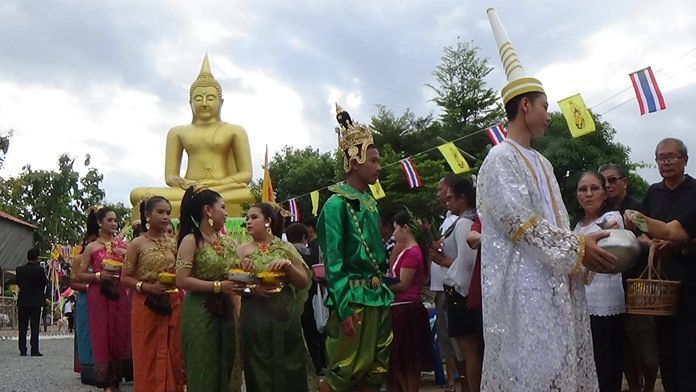People observe the holy day at Wat Nongyai.