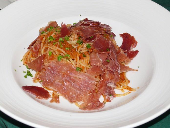 Spaghetti with Serrano ham.