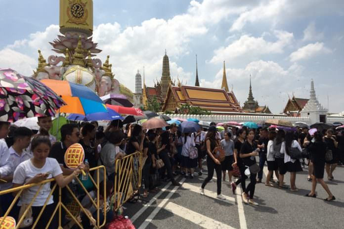 Government provides transportations to come to the Grand Palace to mourn the late His Majesty the King.