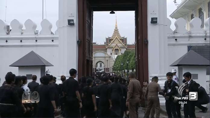 Mourners packed Sanam Luang to queue for paying last respect in front of the Royal urn